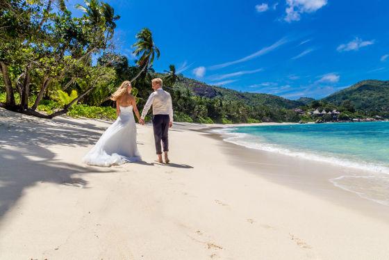 BU: Hochzeit und die Flitterwochen an den schönsten Stränden der Welt genießen.