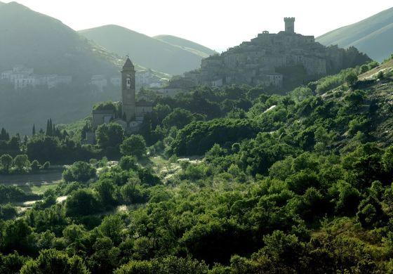 BU: In Santo Stefano di Sessanio wohnen Urlauber mitten unter Dörflern.